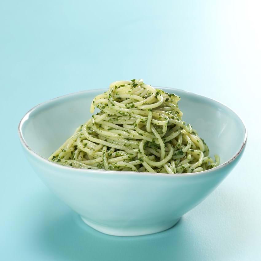 Pasta med basilikum, smør og parmesanost