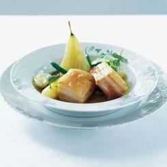 Letrøget svinebryst med oktoberpærer og grøntsager med kørvelsmør