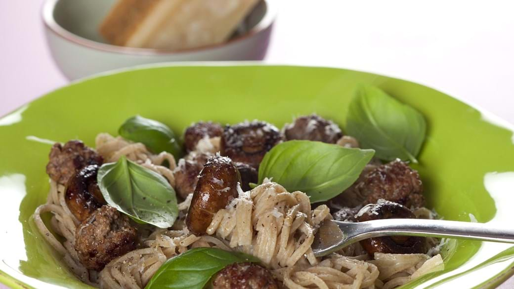 Pasta med oksekød og svampe