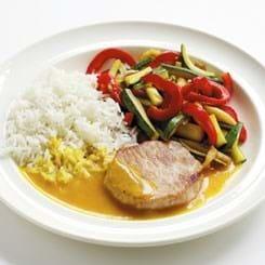 Medaljon med grøntsager, karrysauce og ris