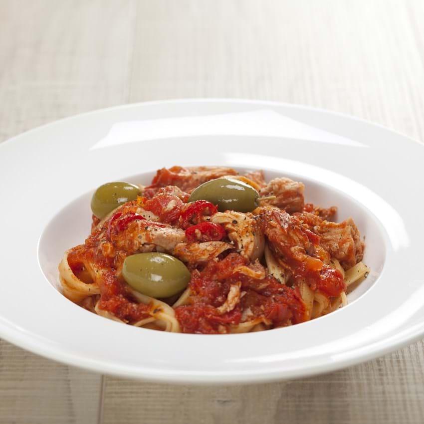 Pasta med tun, chili og oliven