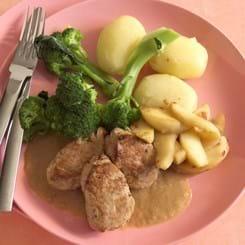 Mørbradbøffer med sennepssauce og broccoli