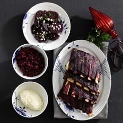 Rødbedeben og kartoffelmos med peberrod