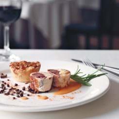 Roulade af svinekæber og hummer, spidskålstærte