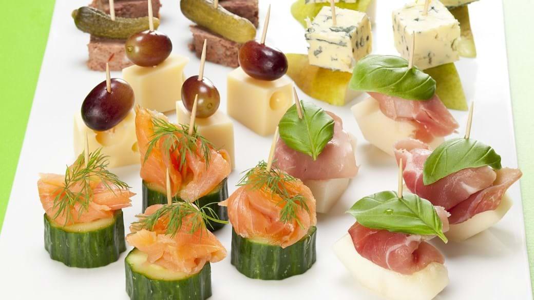 Pindemadder med laks, pate, skinke og ost