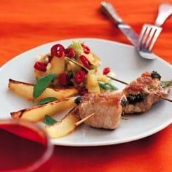 Ruller af skinkeschnitzel med stærk æblekompot og chili
