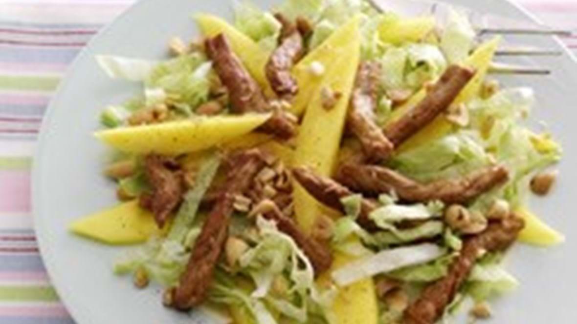 Salat med mango og wokstrimler - børnevenlig fremgangsmåde