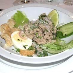 Salat med svinekød fra Nordthailand