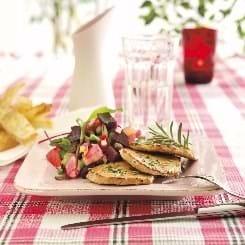Sauté-skiver med rosmarin og rødbedesalat