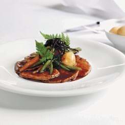 Sauté-skiver med spæde grøntsager, tamari og arametang
