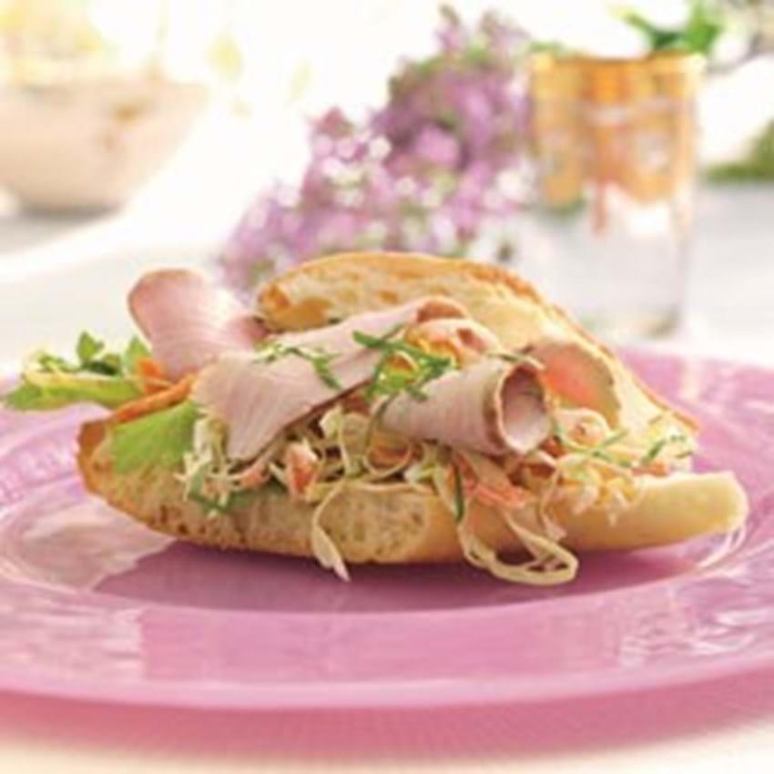 Skinke Flanksteak og coleslaw i baguette