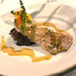 Skinkeschnitzel glaseret i honning og grønne peberkorn