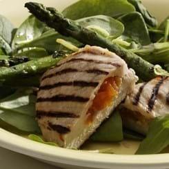 Abrikosfyldte koteletter og spinat med grillede asparges