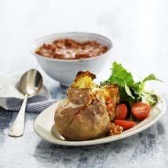 Bagte kartofler med kødsauce af svinekød