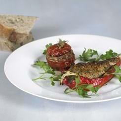 Farserede peberfrugter og tomater