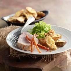 Flæskesteg med parmesangratinerede kartofler og jordskokker