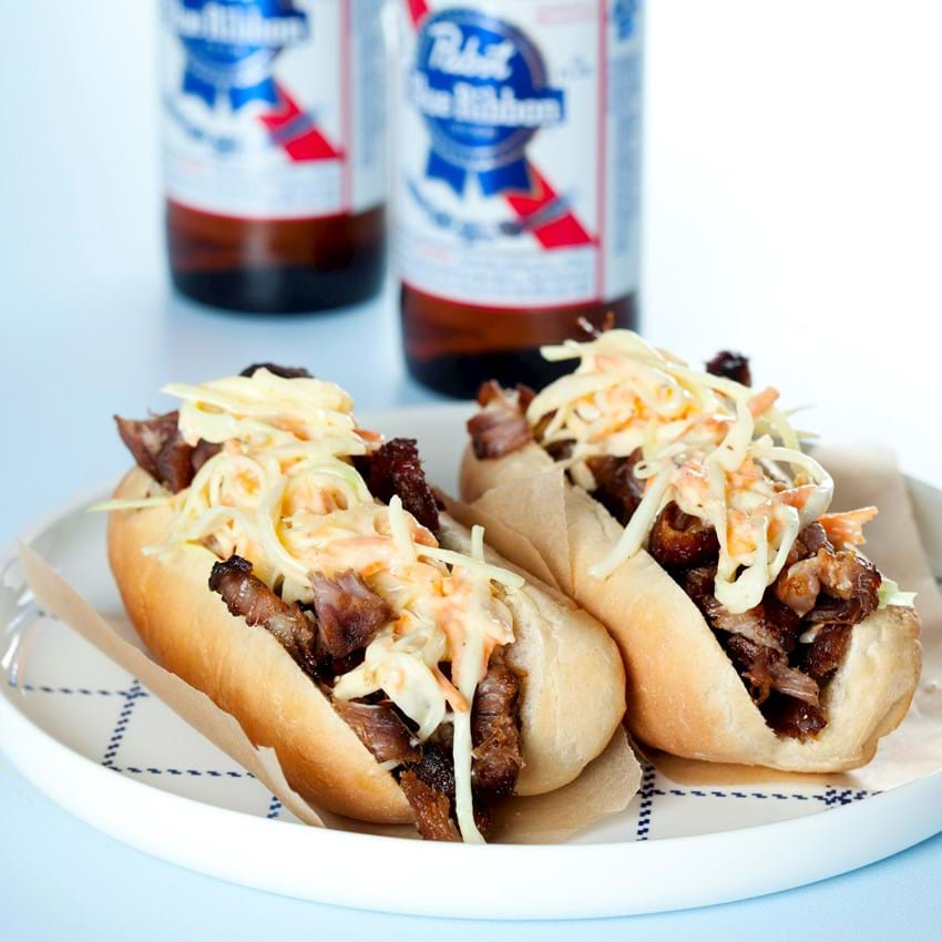 Pulled pork hotdogs med coleslaw