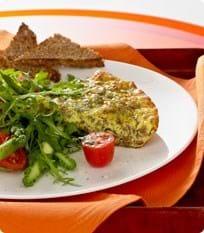 Frittata med asparges og tomat