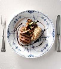 Engelsk bøf af luksusdyr med stegte svampe & cremet perlebyg