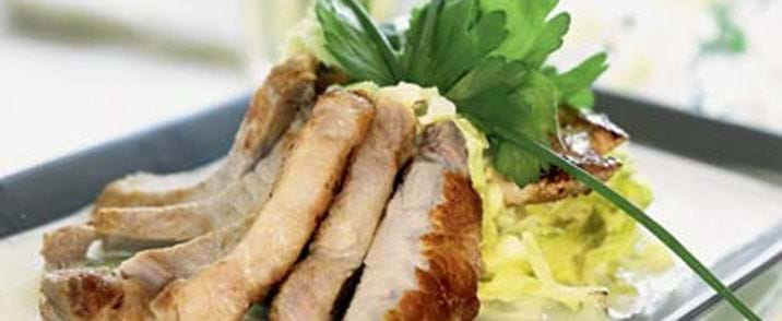 Ovnkoteletter med savoykål