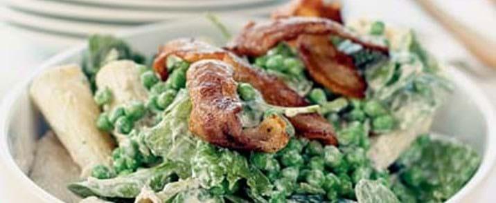 Pastasalat med ærter og spinat