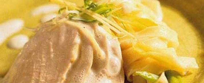 Braiseret ingefærkrydret kalkunbryst med pastasalat