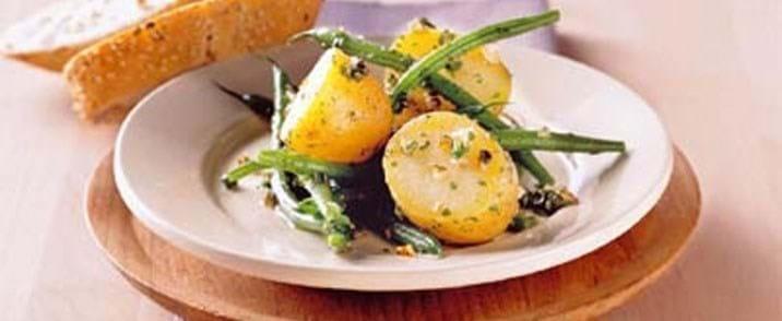 Pikant kartoffelsalat med haricots verts