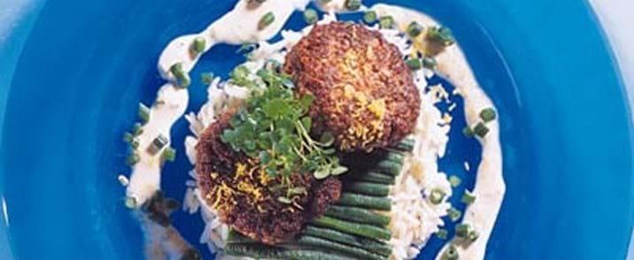Ris med citronbøffer og basilikumsauce