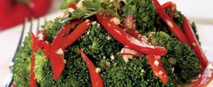 Broccoli-salat med stærk peberdressing