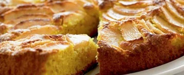 Safranmarcipankage med æbler