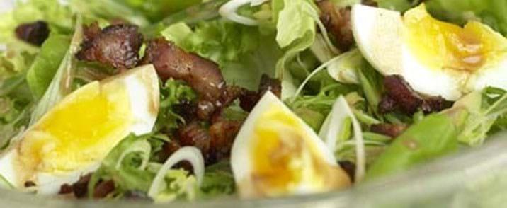 Salat med røget bacon