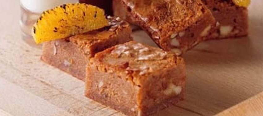 Brownies med orangeknas og vanille/yoghurtcreme