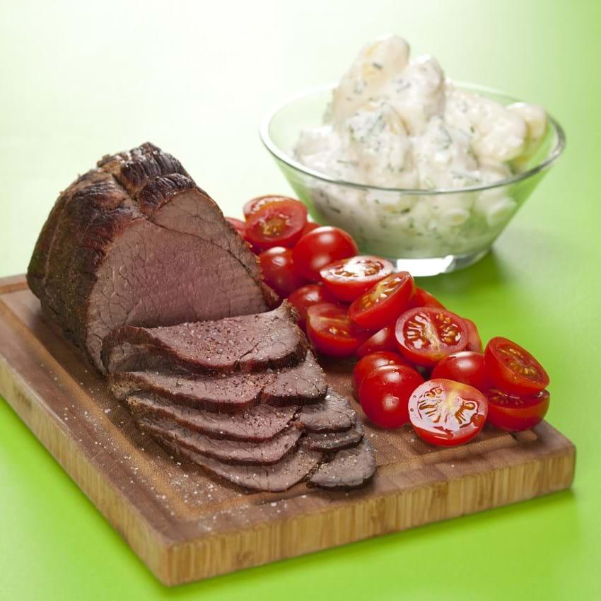 Roastbeef med kold kartoffelsalat med 3 slags løg