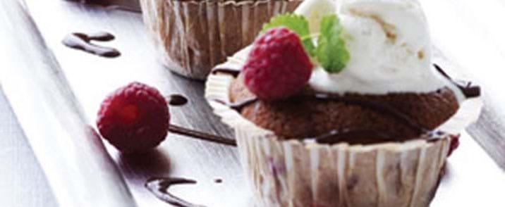 Små søde hindbærmazariner toppet med vanilleis