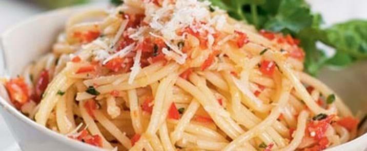 Spaghetti med olie, hvidløg og chili