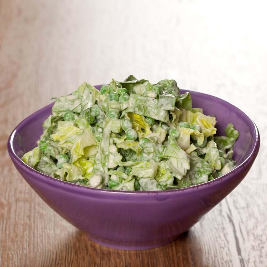 Romaine salat med ærter og 70'er fløde