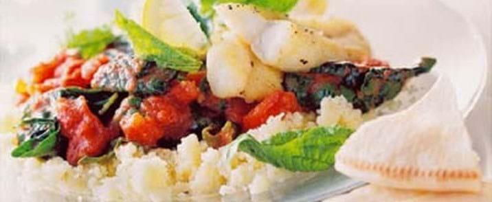 Spinat og tomatsauce med smag af Marokko til stegt torsk