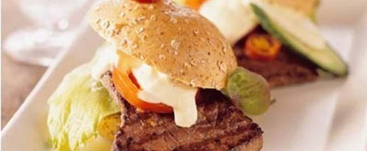 Steaksandwich med sennepscreme
