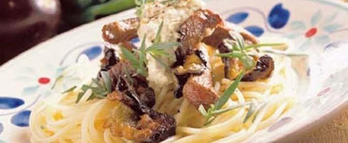 Stegt oksekød og aubergine med artiskokcreme
