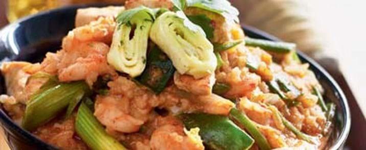 Stegte ris med skinkekød og rejer