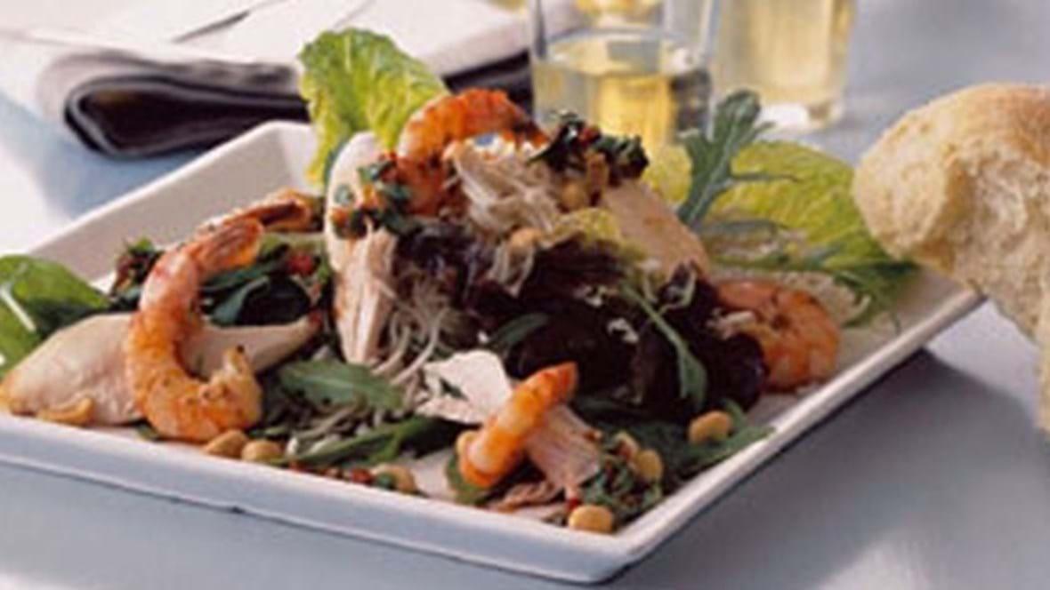 Thai kyllingesalat med grillede rejer og peanuts