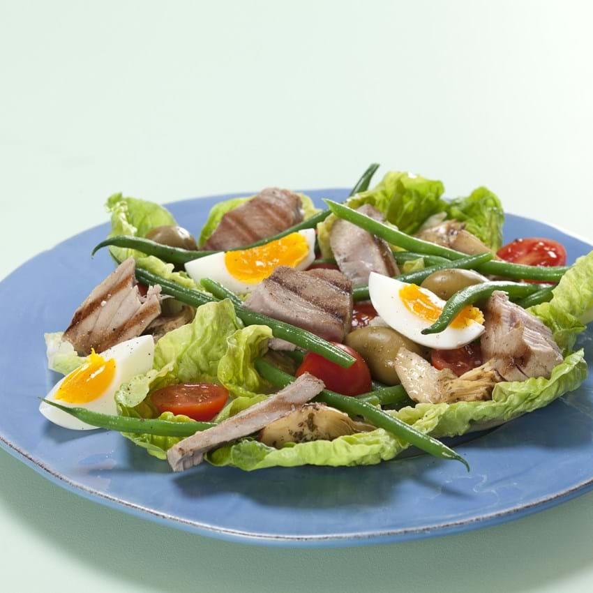 Salad nicoise – Salat med frisk tun, æg og oliven