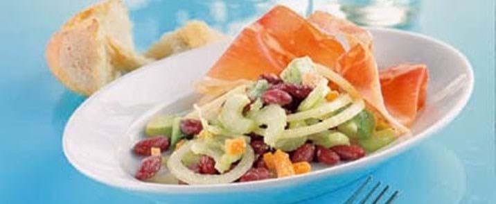 Bønnesalat med serranoskinke