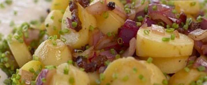 Varm kartoffelsalat med bacon
