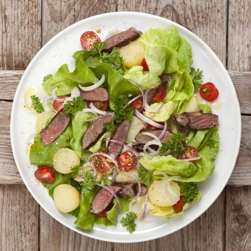 Salat med kalvekød og kolde kartofler
