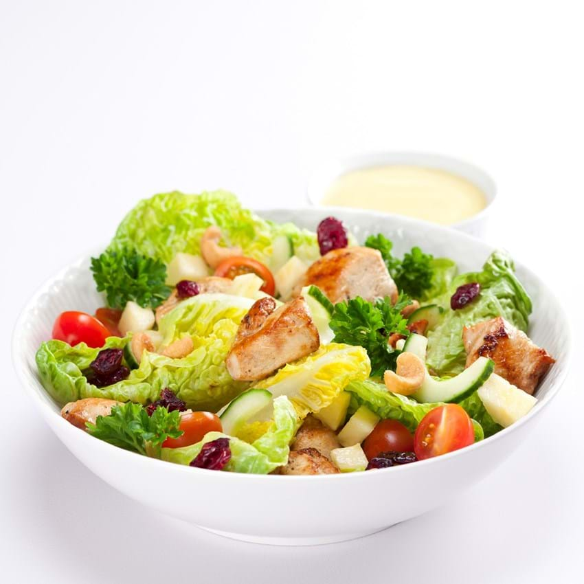 Salat med kylling, ananas og nødder
