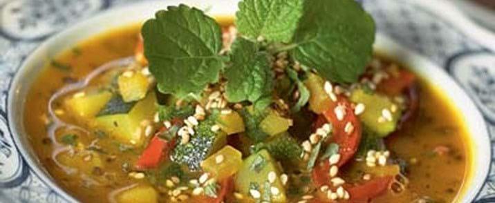 Courgettesuppe med ristede sesamfrø