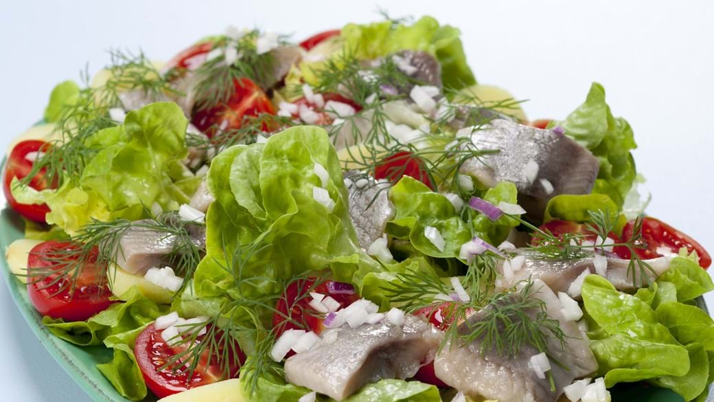 Salat med sild og kolde kartofler