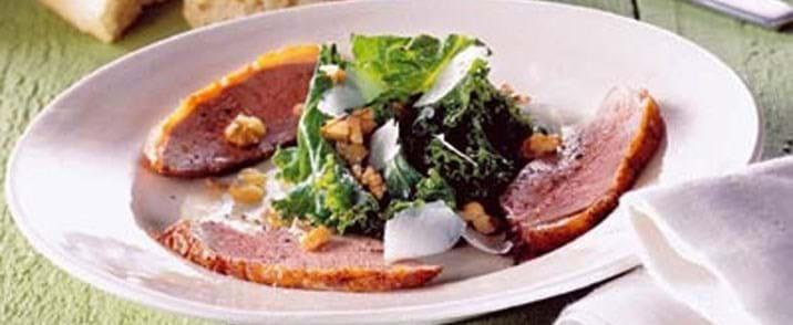 Andebryst m/grønkål- og valnøddesalat