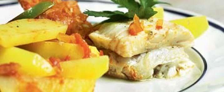 Fisk Opskrift Bagt Med Tomat Kartofler Og Peberfrugt Se Her